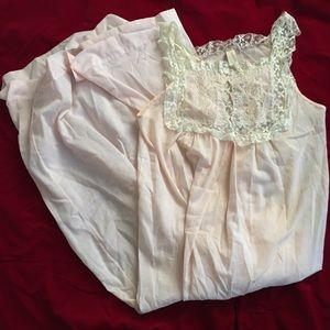 Vintage 40s lace nightgown